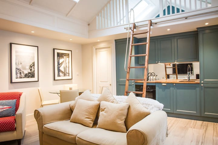 Self contained Studio - Londen