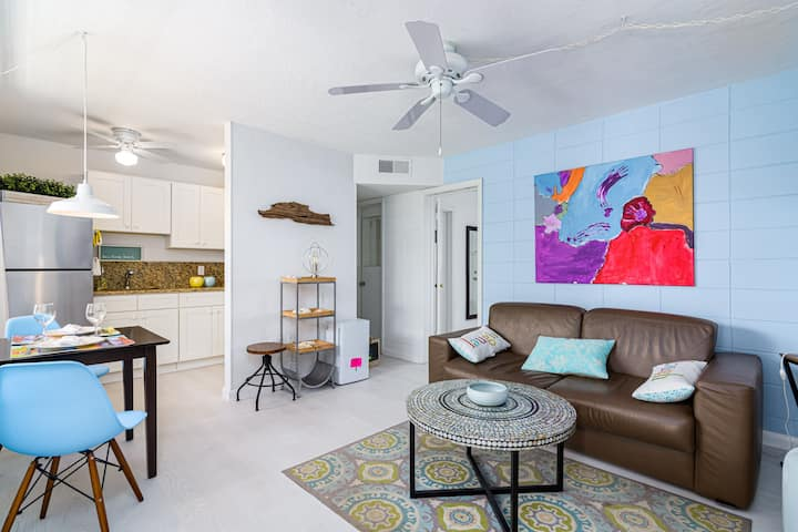 Cozy★Stylish Beach Condo on the sand★Beach Access