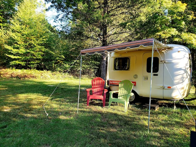Retro vintage glamping in a super rare Uhual RV
