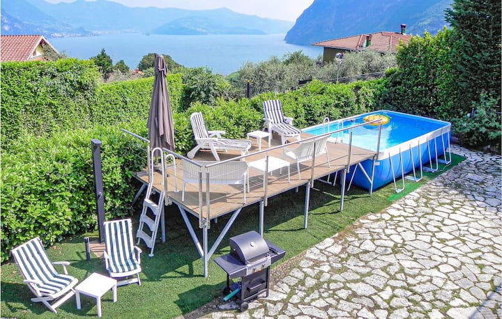 Nice apartment in Riva di Solto with 2 Bedrooms