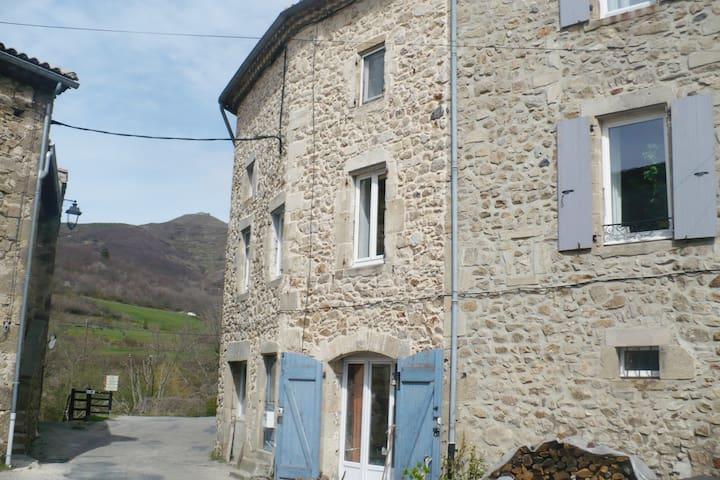 Maison en pierre - Saint-Étienne-de-Boulogne - Casa