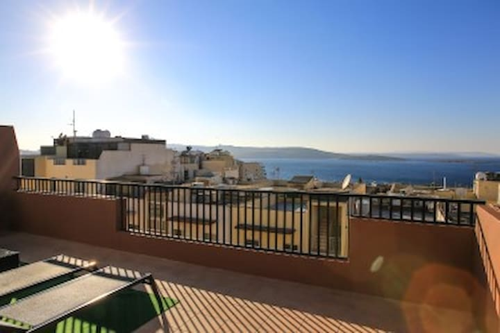 Luxury Penthouse 2bedroom with sea views No.2
