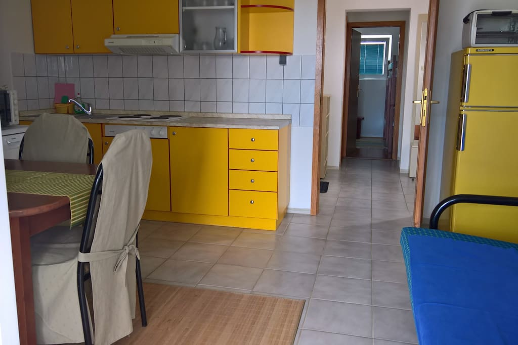 Kitchen + dining room with exit on terrace