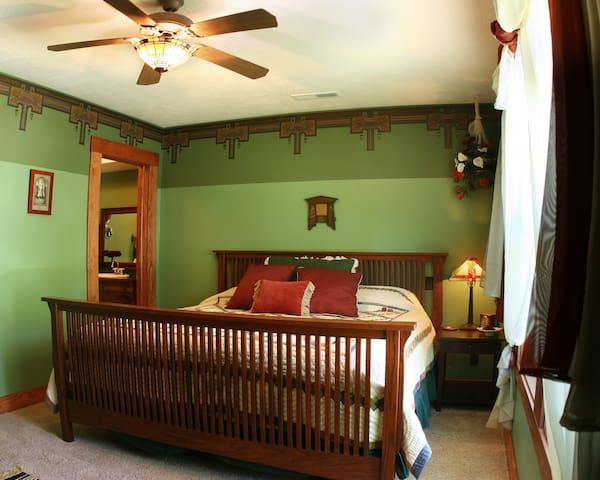 Amazing Craftsman Decor w King Bed - Cedar City - Bed & Breakfast