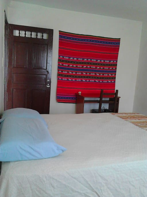 Cozy, spacious and illuminated room near to everything!!  Acojedor y espacioso cuarto cerca a todo!!!
