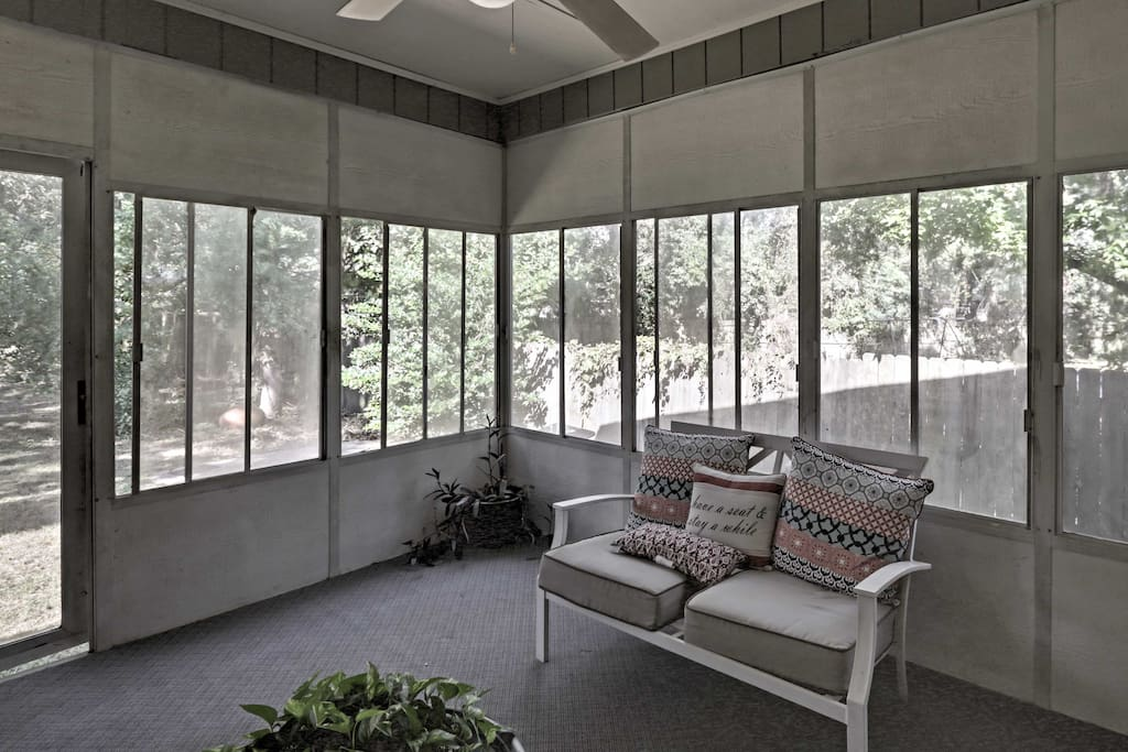 Kick back on the screened patio!