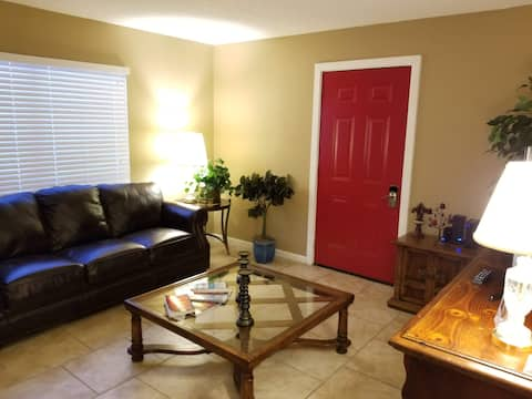 Apartment for 2 with private patio & entrance