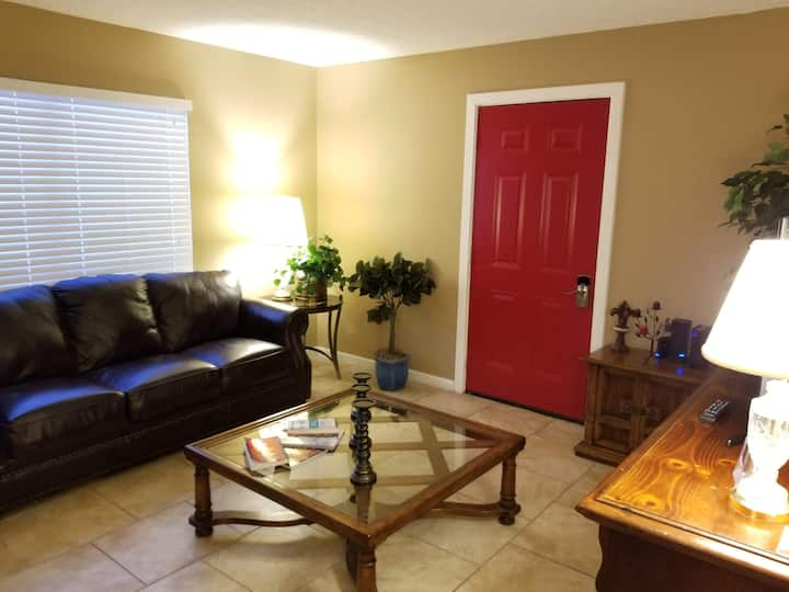 Apartment for 2 with private patio and entrance