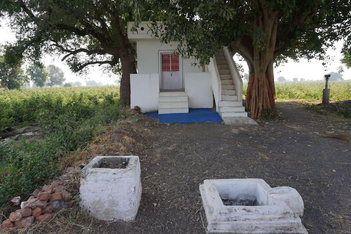 The Village Retreat, Vagad