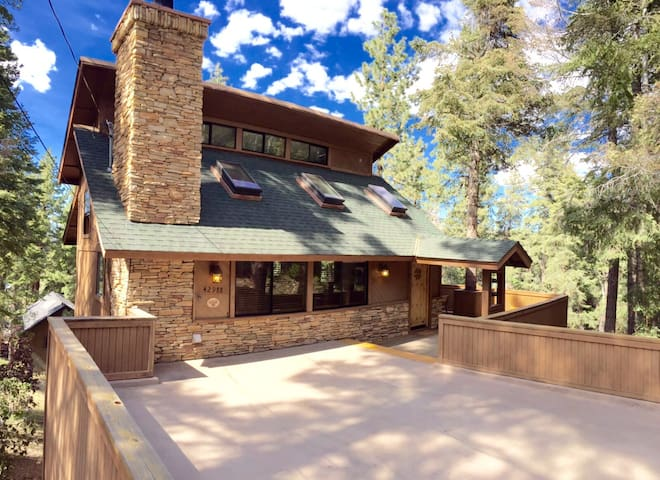 Modern Chalet - 5 mins to lake! - Big Bear Lake - House
