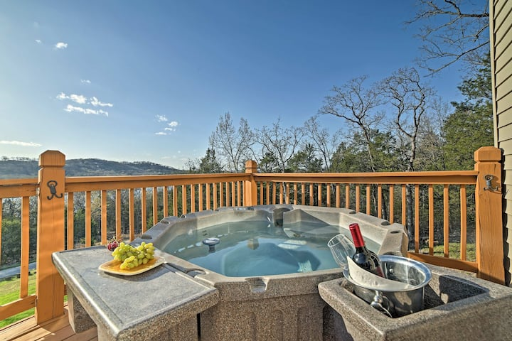 'Tall Tree Retreat' w/ Hot Tub, Short Walk to Lake