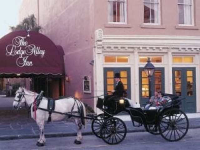 Downtown Charleston: Lodge Alley Inn