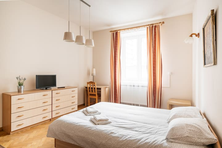 Comfortable double room - 4 minutes to Market !