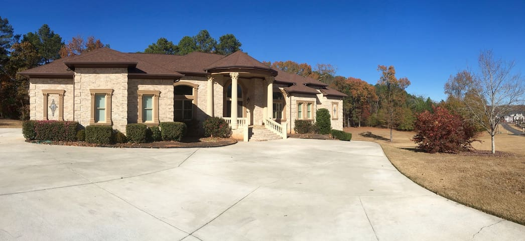 Columbian styled Loganivlle Estate! - Loganville