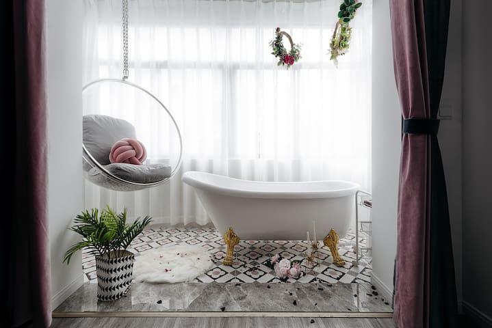 【浅夏&归晚】 夫子庙景区·双地铁·ins风·浴缸·IMAX私人影院·2居室·阳光满满