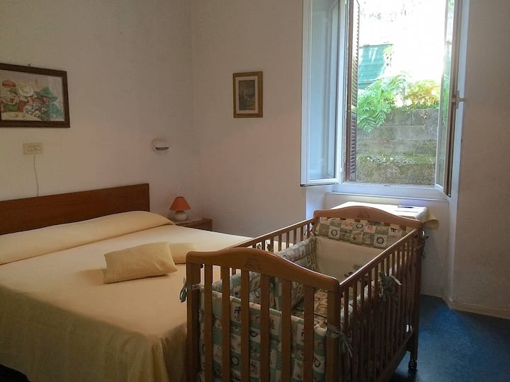 Albergo Ristorante San Carlo - Room with babybed