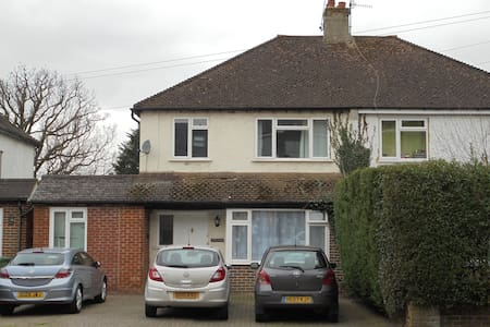Room In Horley close to Gatwick Airport - Horley - Haus