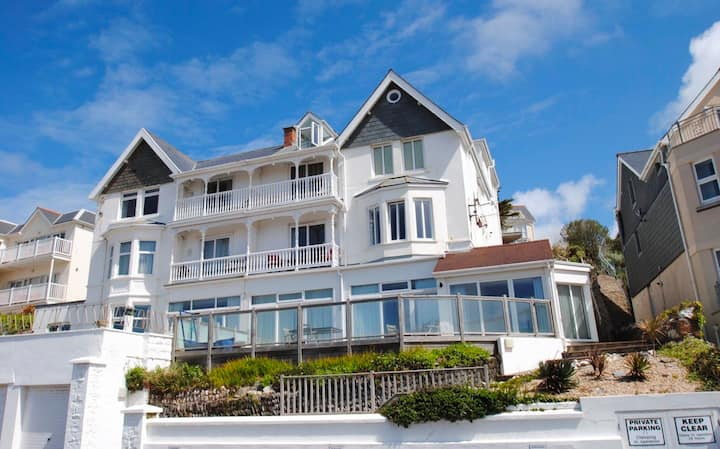Woolacombe aptmt with beach view, balcony & Wi-fi
