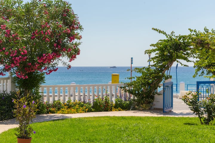 Apartment for 4 with 2 bedrooms, 30m from beach