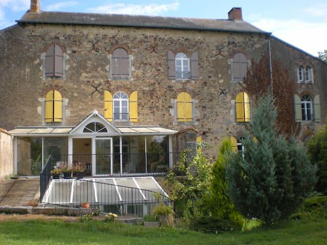 B&B-2 personnes lit double 1er étage Douche - Saint-Denis-d'Orques