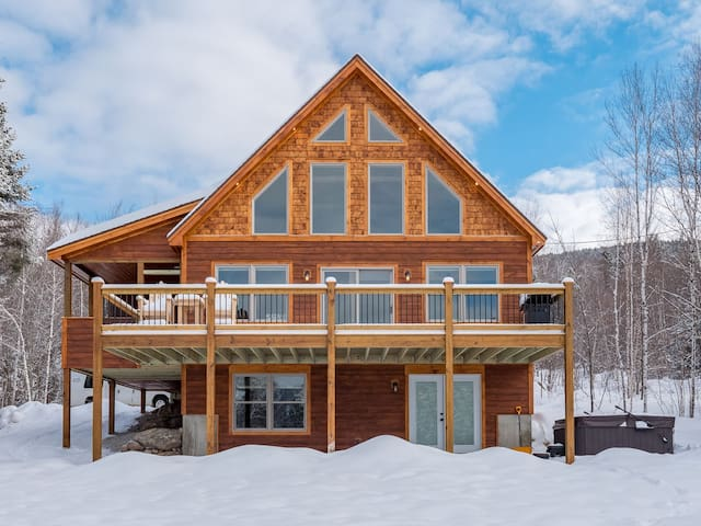 Chalet at The Peaks with Hot Tub and Trail Views