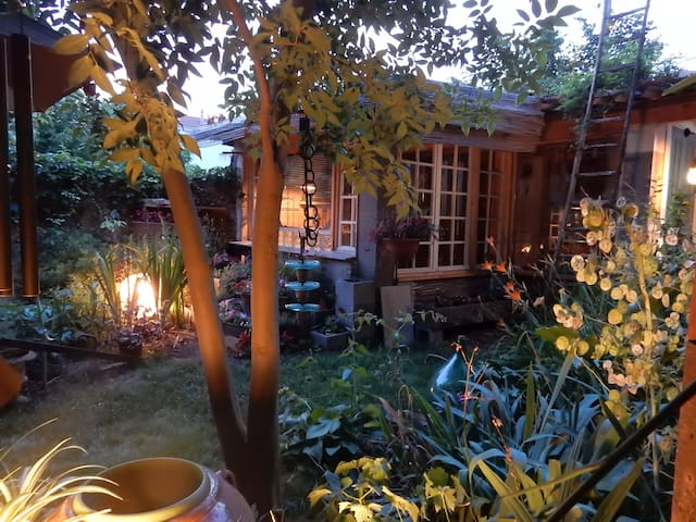 HOUSE GARDEN MAGIC...