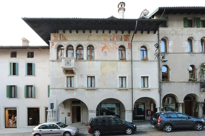 Loft overlooking the old town . - Feltre - Hus