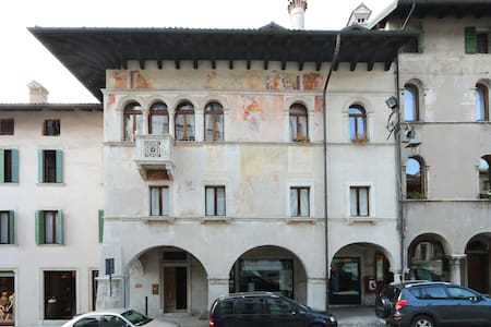 Loft overlooking the old town . - Feltre - Lakás