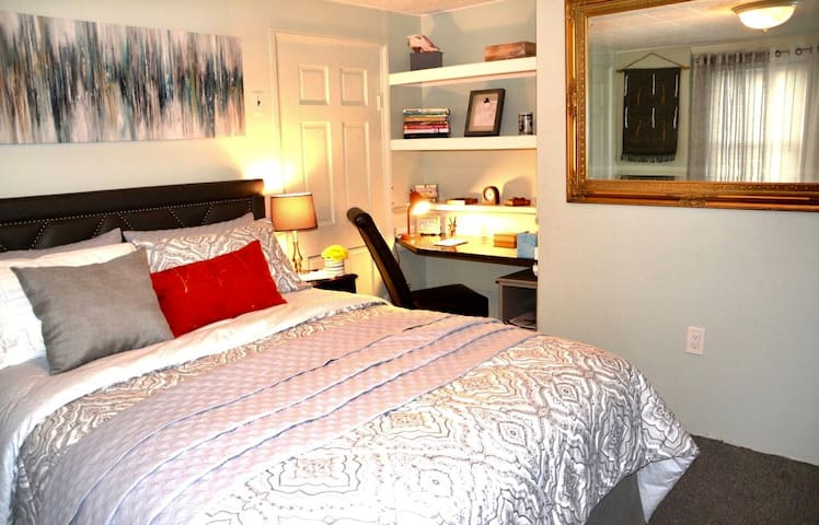 Beautiful private place, 4 min fr T, 5 min airport