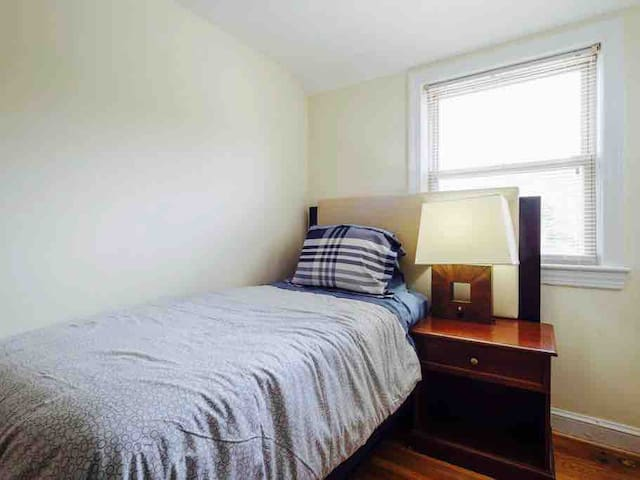 Cozy Suitland Room for One w/TV