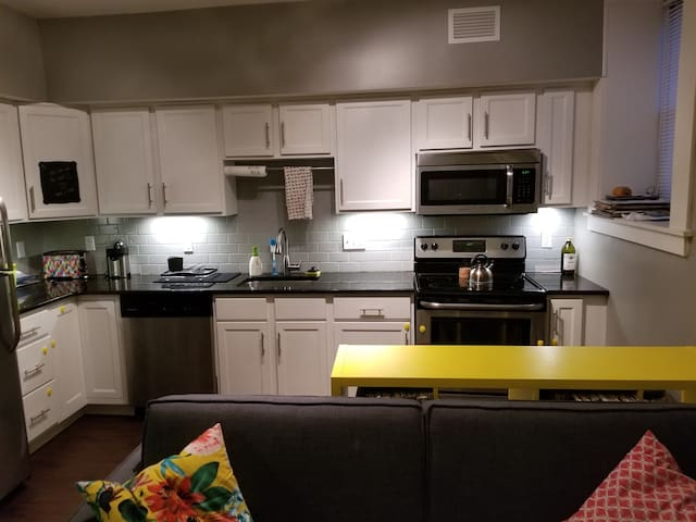 Midtown Apartment for Two months, Nov and Dec