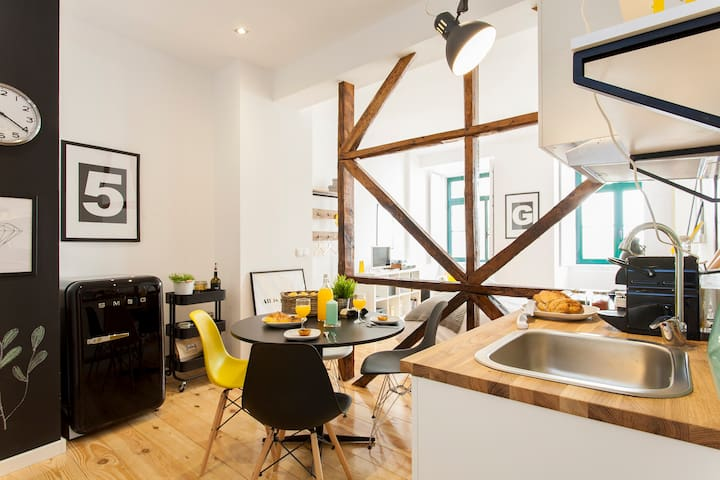 Modern New Studio in Heart of Chiado- Yellow U