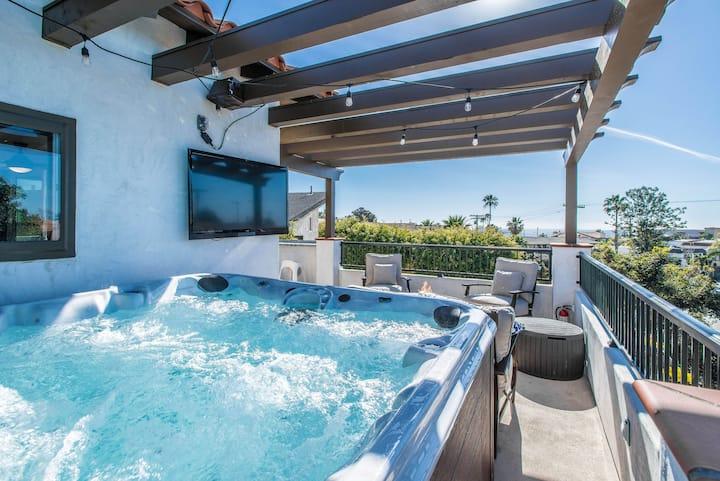 Oceanview Condo in City Center w/ Private Hot tub