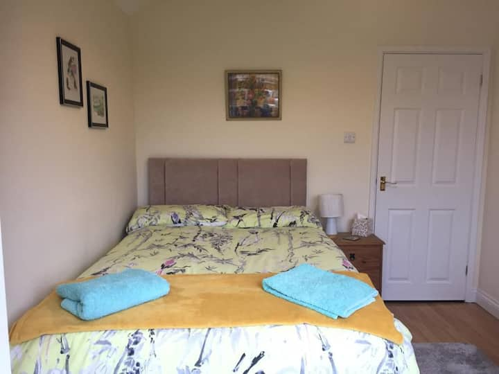 Bright comfortable room in lovely quiet location
