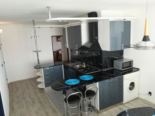 Spacious  flat with 2 balconies and air-con