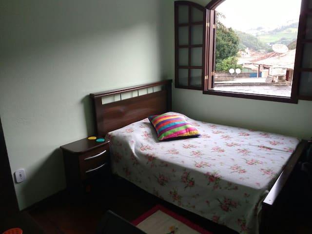 Qrto privado e confortável no centro de Ouro Preto - Ouro Preto - Apartamento