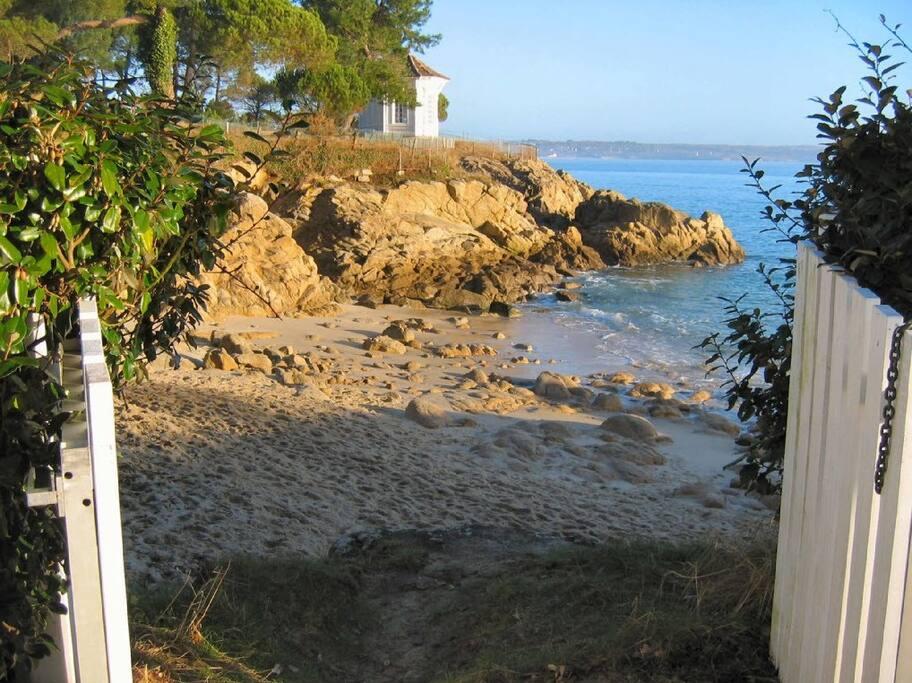 Accès direct par le parc privé aux plages de sable fin