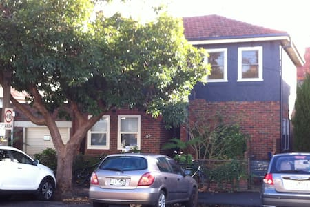 Steam Guest House-8mins to city-35mins  Airport - South Yarra