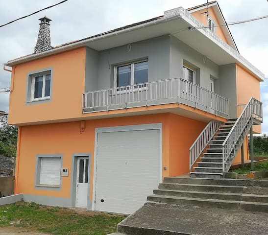 Casa céntrica e independiente con vistas al mar