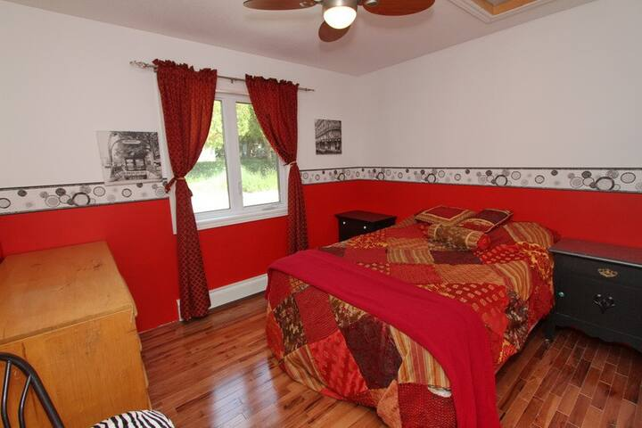 Lou's Haven - Bright, red room