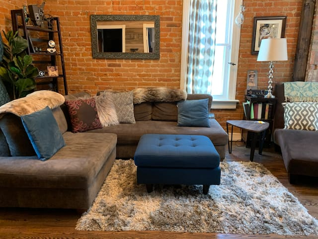 New! 20% OFF! Baker home just 1 block off Broadway
