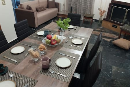 Comfortable 4th fl flat ideal for up to 8 people