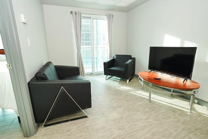 *Modern Waterloo Suites* Newly Renovated Downtown  2 Bdrm Suite