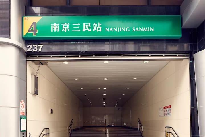 特價南京三民捷運MRT電梯冷氣陽台大套雅房美食街吃飯方便Clean bedroom see 101