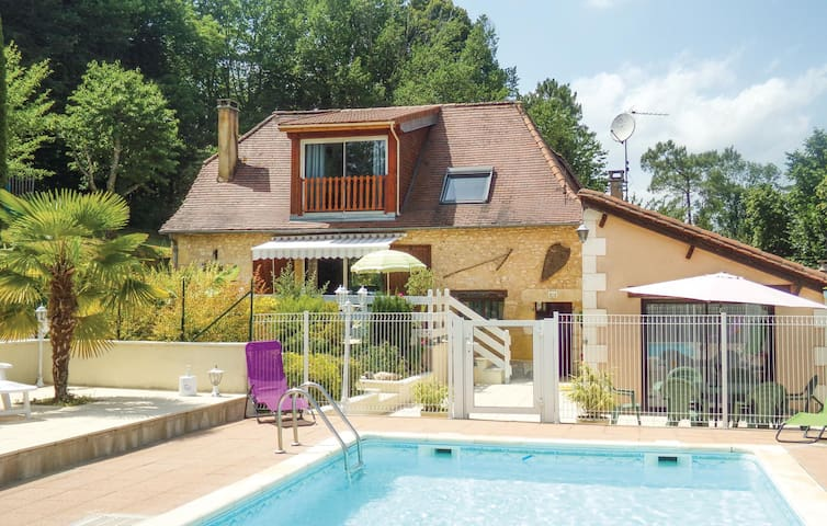 Holiday cottage with 4 bedrooms on 160 m² in Blis et Born
