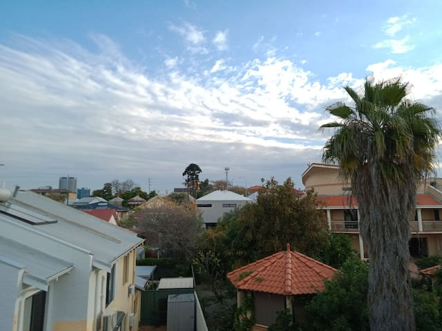 West Perth Comfort with Views, Wifi and Washer