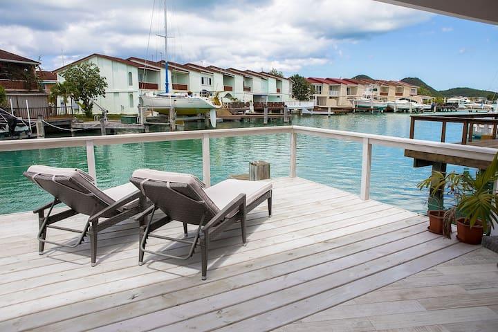 Villa Inah - 2 Bedroom Waterfront Luxury Villa