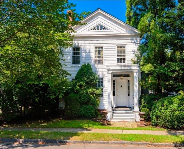 Charming Manse in Historic Sag Harbor - Sag Harbor - Apartamento