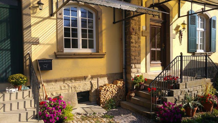 Modernes Zimmer in altem Gutshof - Ralingen - Haus