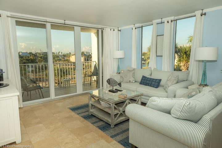 306A is a Beautiful 2 BR on the Harbor and comes with Free Use of Beach Buggy